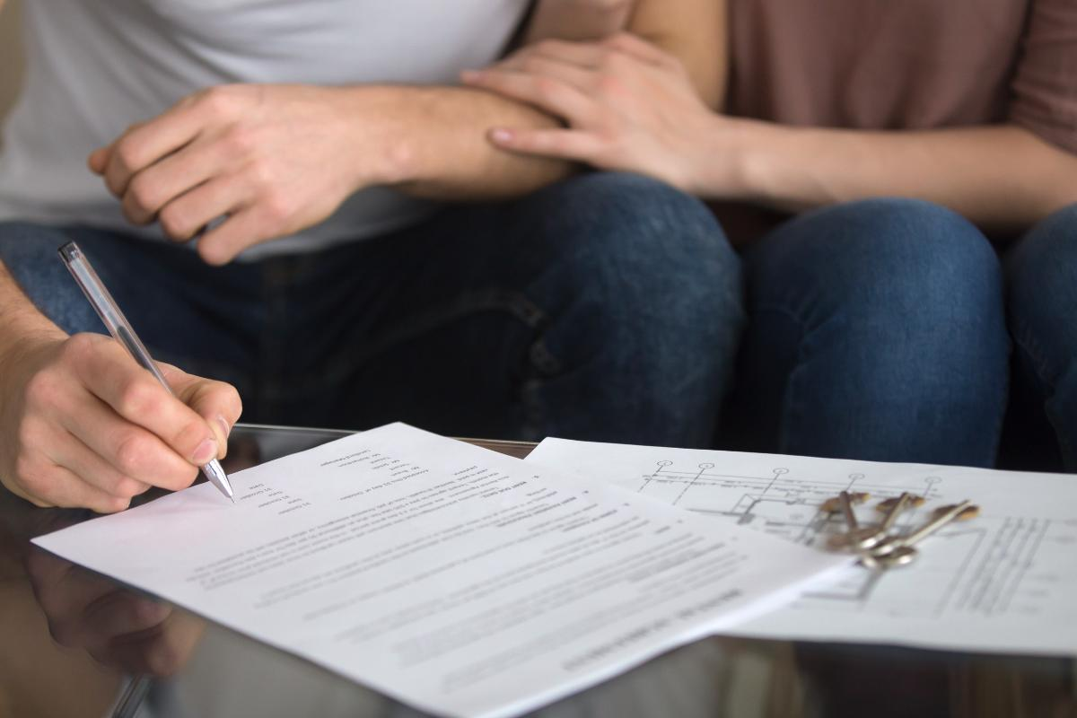 A guide to Tenancy Agreements - Tenants signing an AST